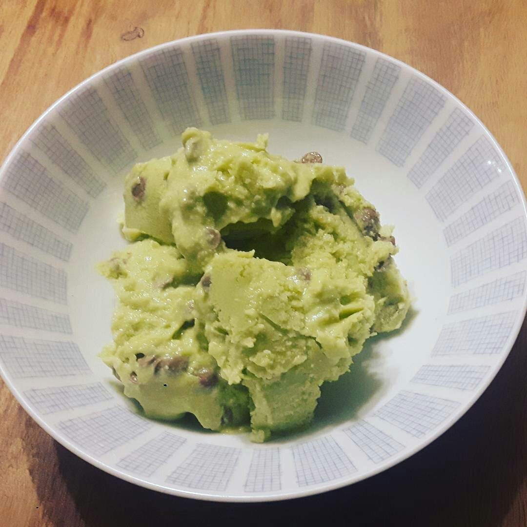 Avocado ice cream with chocolate chunks recipe