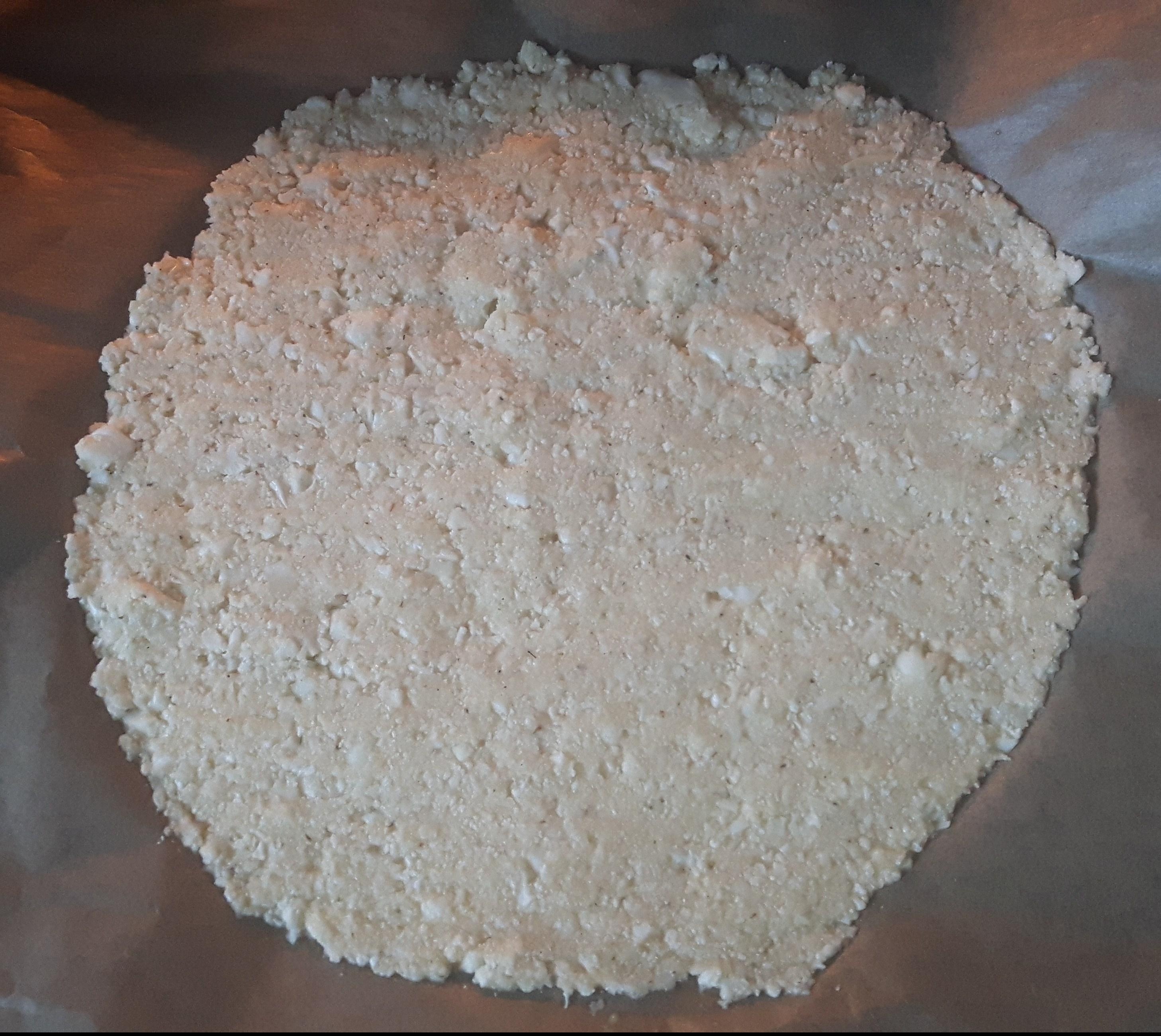 Cauliflower pizza crust with homemade tomato sauce recipe